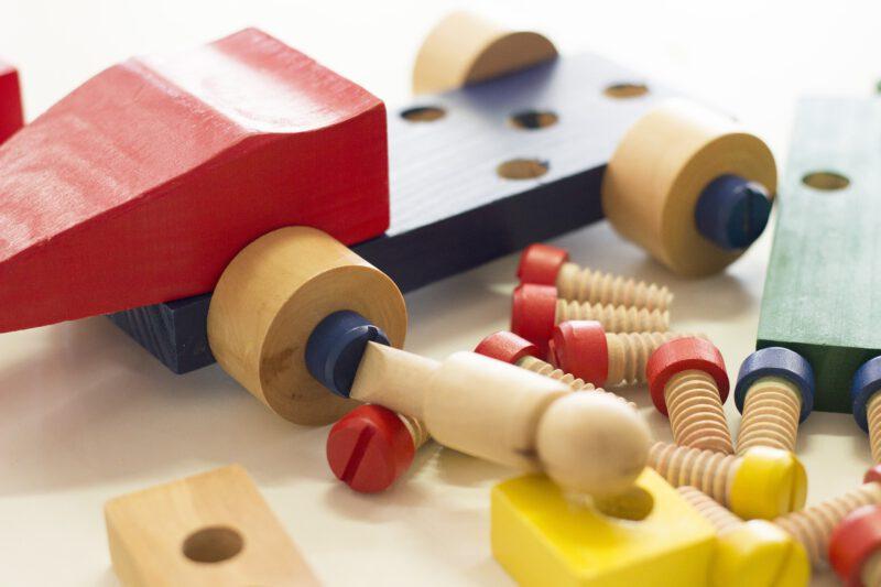 Czym bawią się dzieci? Drewniane zabawki
