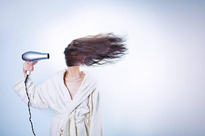 Jak odpowiednio dbać o włosy